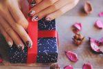 バレンタインネイル!簡単可愛いチョコやハートデザインのやり方は?
